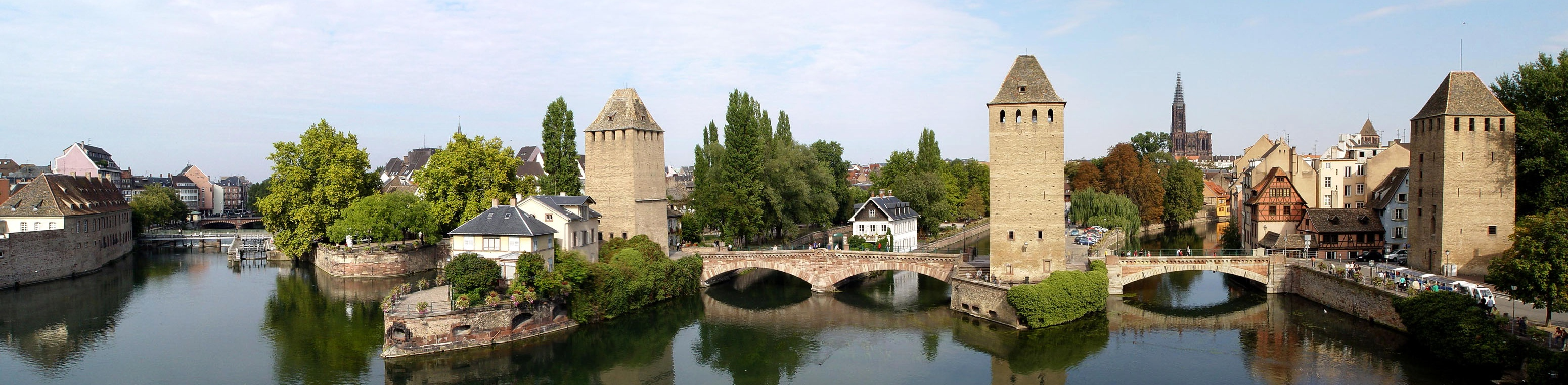 http://upload.wikimedia.org/wikipedia/commons/4/47/Strasbourg_-_Ponts_Couverts_vus_de_la_terrasse_panoramique_02.jpg