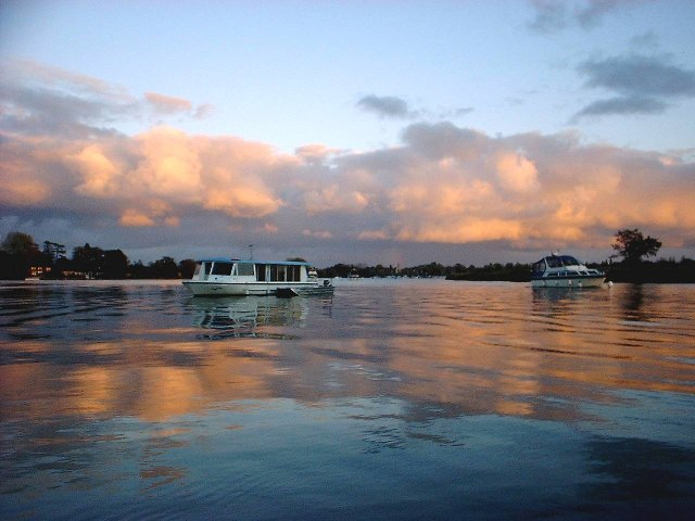 Sunset on Oulton Broad with cruisers - geograph.org.uk - 59986