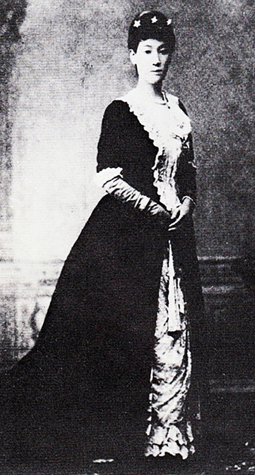 Sutematsu Oyama in evening dress.jpg