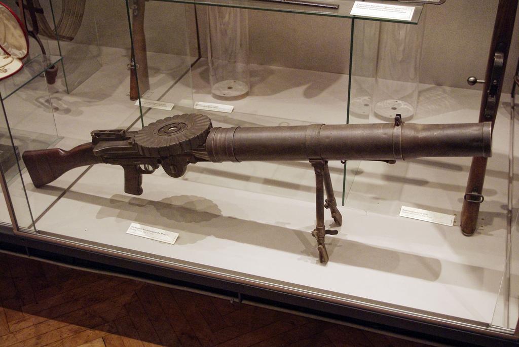 File:Türkisches MG M 1914 System Lewis 7 7mm HMG Wien jpg