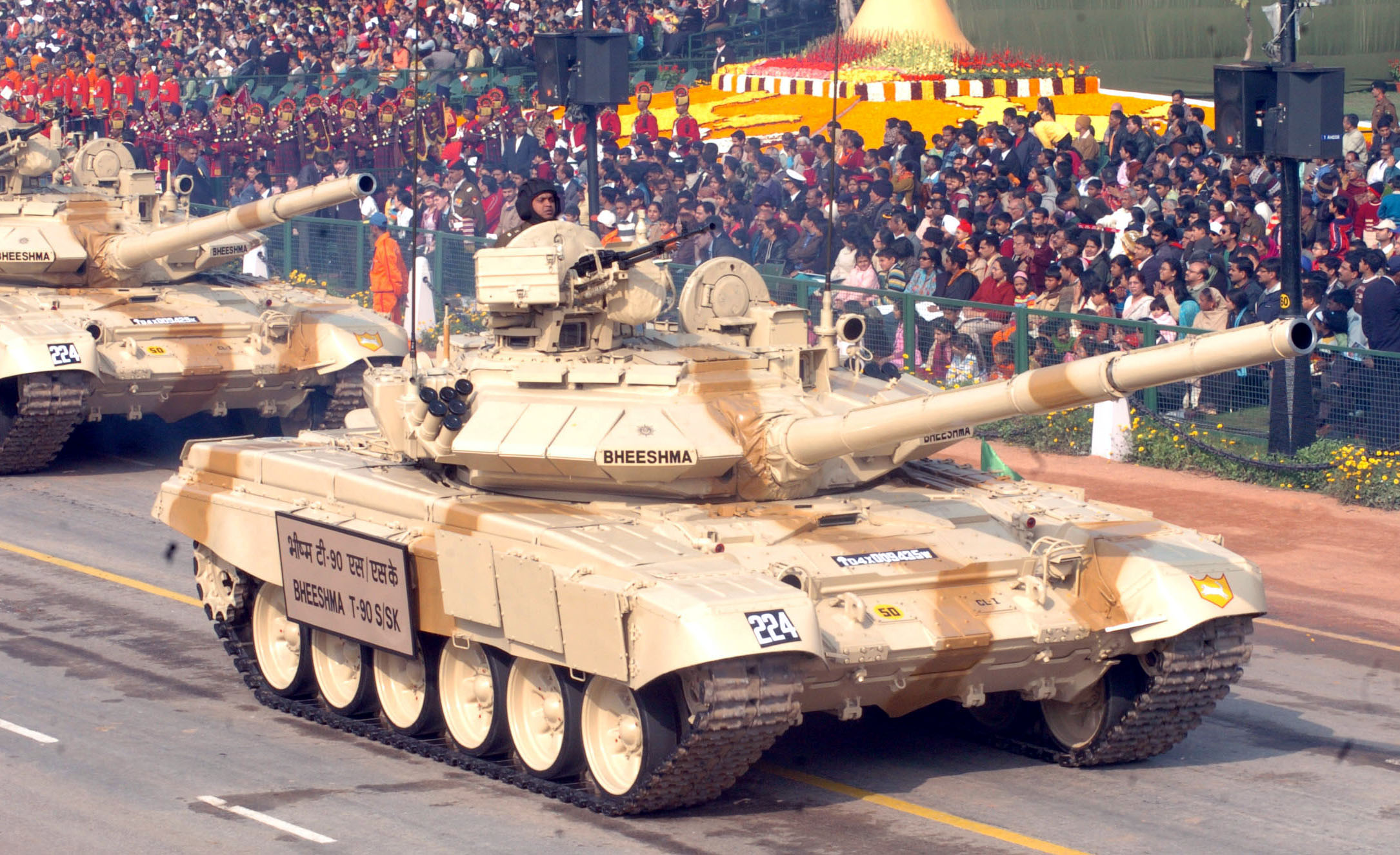 File The T 90 Tanks Bheeshma Passes Through The Rajpath During The 60th Republic Day Parade 2009 In New Delhi On January 26 2009 Jpg Wikimedia Commons