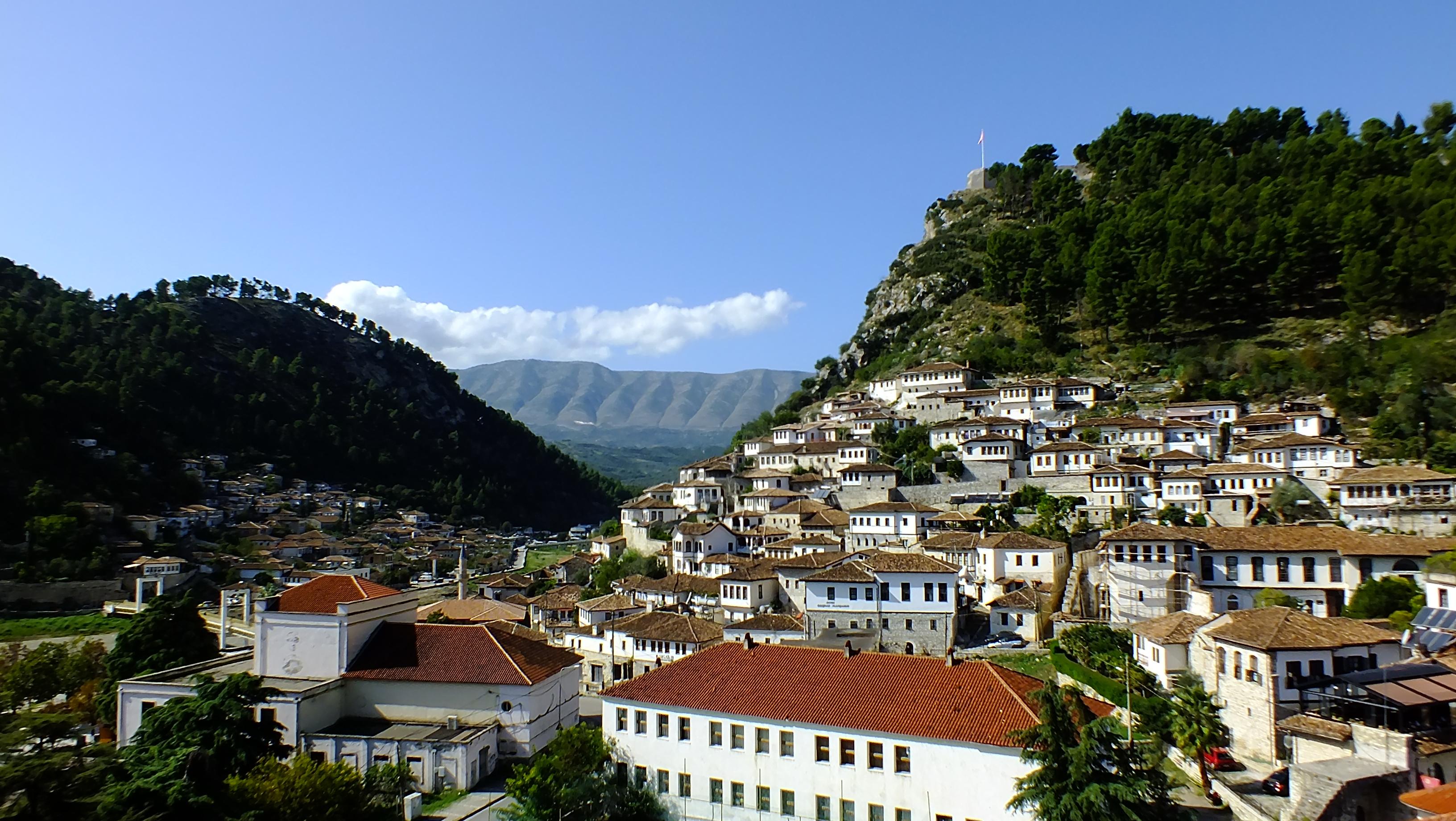 The old town of Berat 2019 - Kota yang Wajib Dikunjungi Saat Berlibur ke Albania