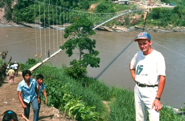 https://upload.wikimedia.org/wikipedia/commons/4/47/Toni_Ruettimann_01_San_Jose_del_Aguarico,_Ecuador,_264m,_1990.jpg