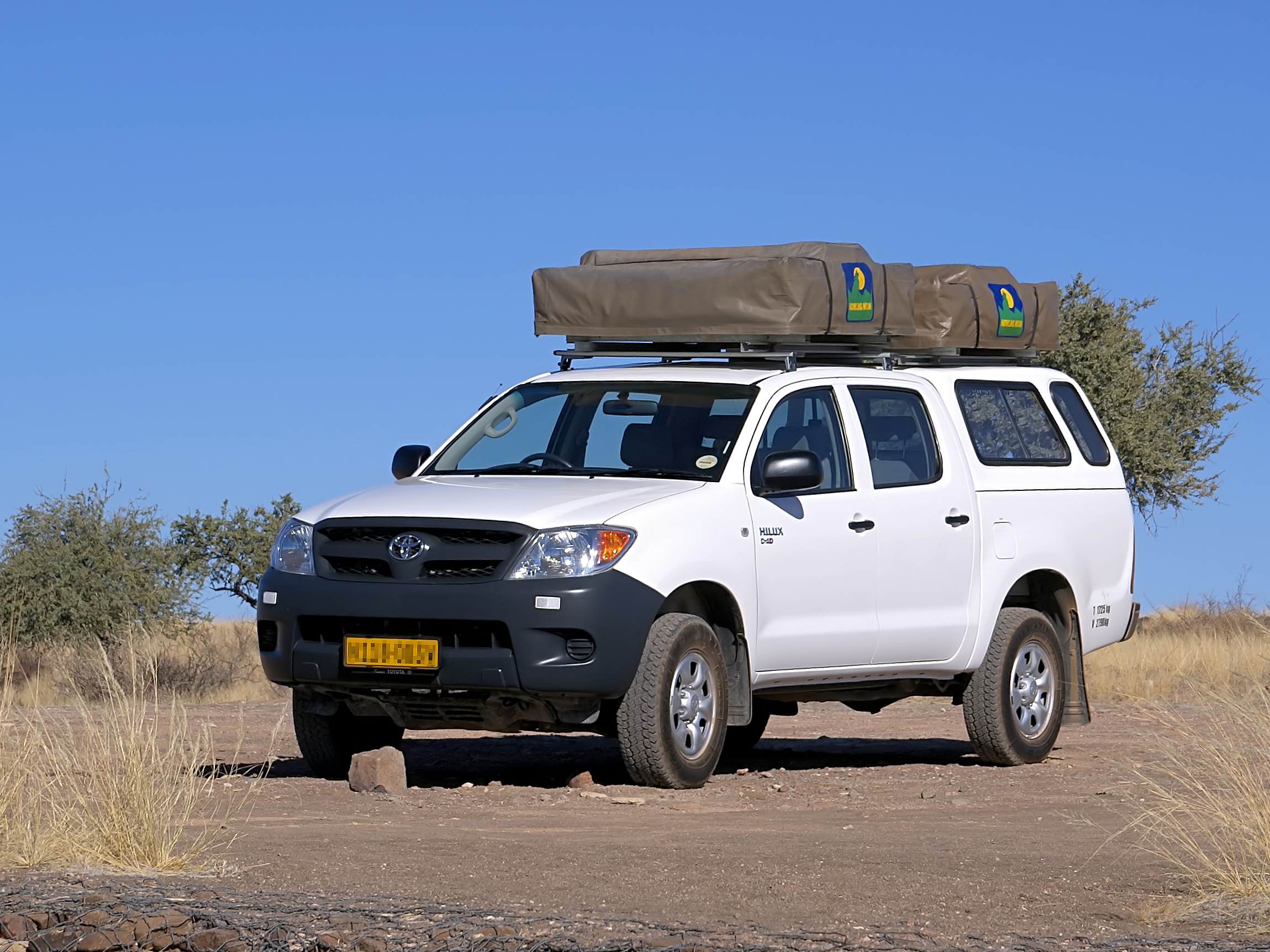 File:Toyota hilux with roof tents.jpg - Wikimedia Commons
