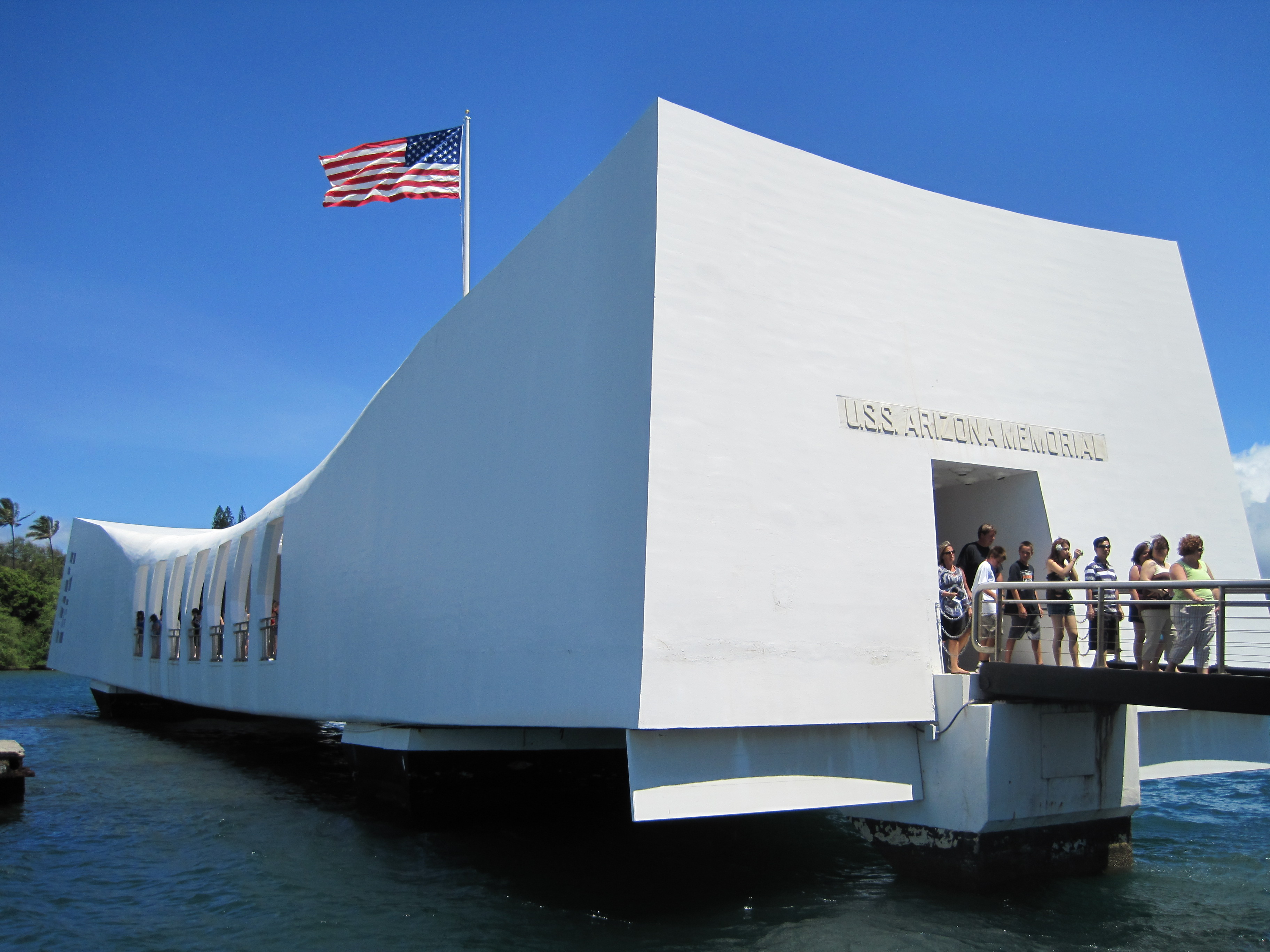 http://upload.wikimedia.org/wikipedia/commons/4/47/USS_Arizona_Memorial.JPG