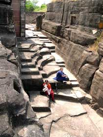 File:Udayagiri Passage.jpg