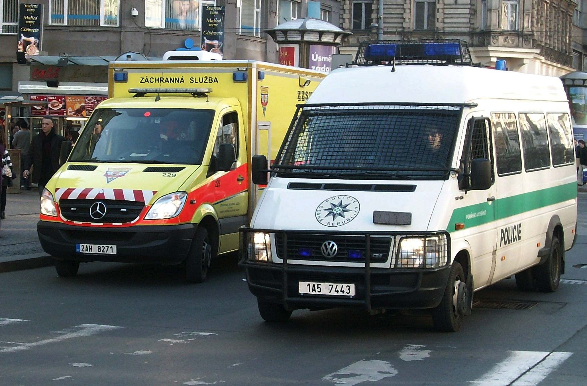 File volkswagen lt czech policie praha and mercedes benz for Mercedes benz volkswagen