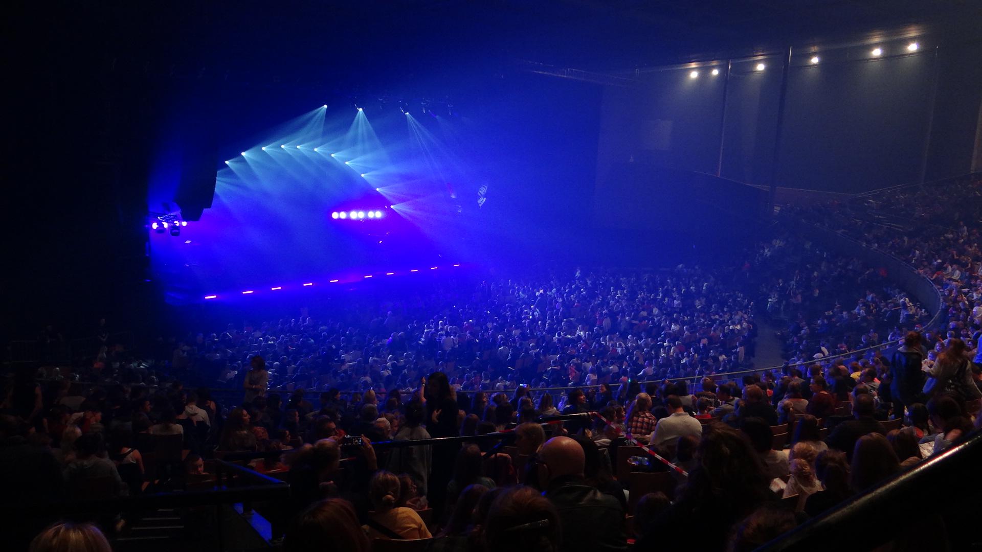 file z 233 ntih arena de lille concert de tal en novembre 2014 jpg wikimedia commons