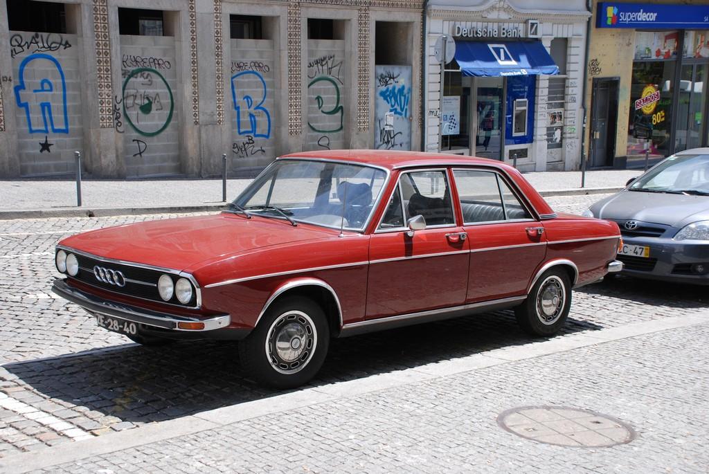 File 1974 Audi 100 Ls Sedan Portugal Jpg Wikimedia Commons