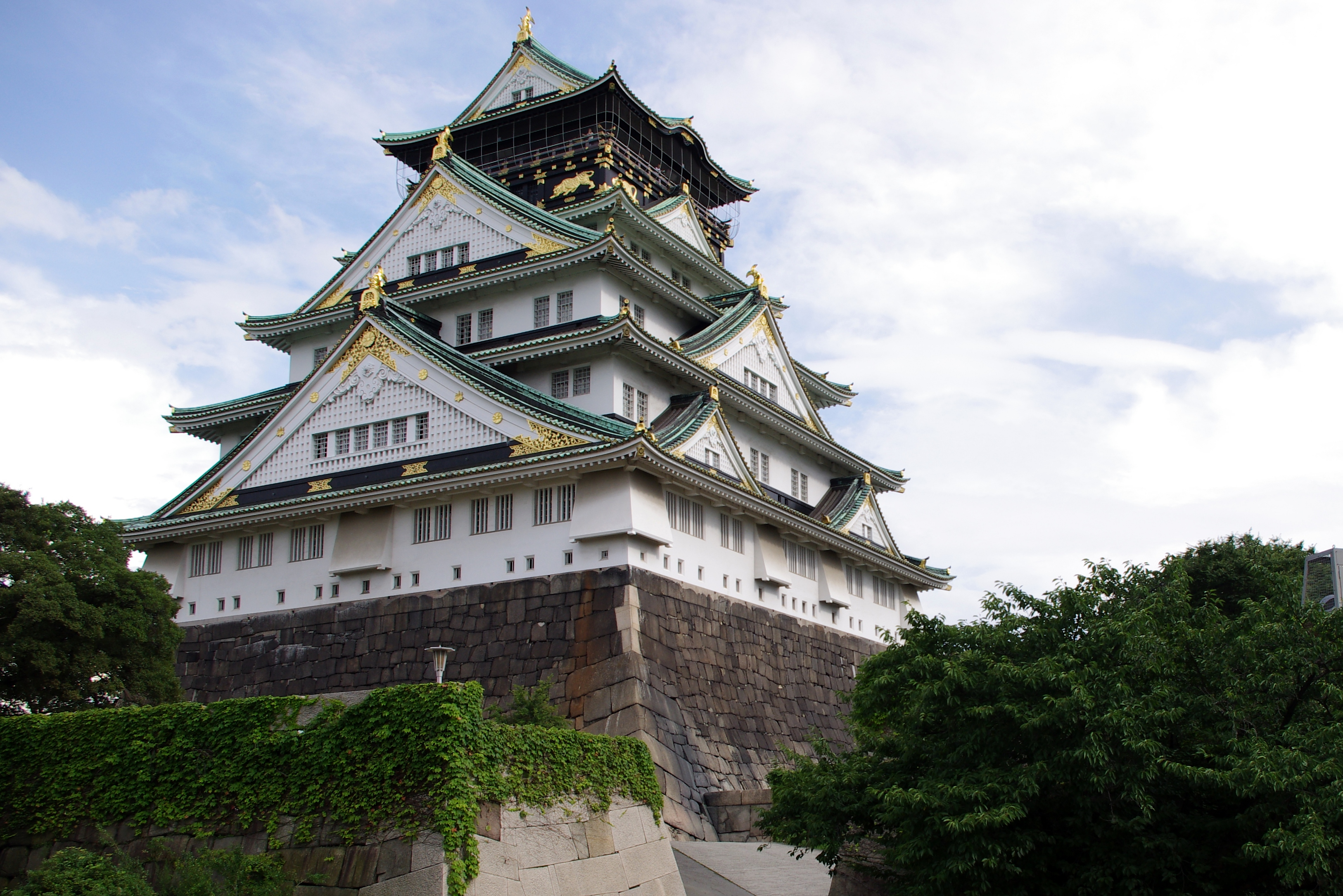 things to do in osaka - Tour the Osaka Castle