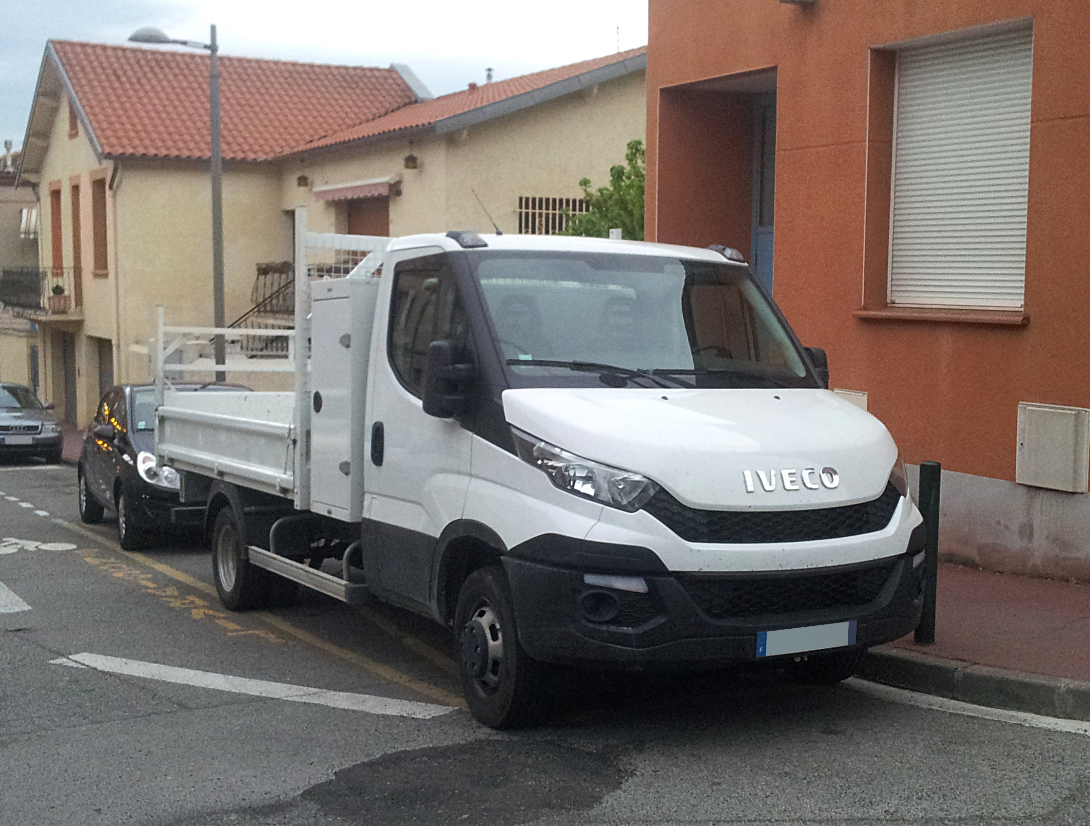 file 2015 iveco daily chassis cab fr wikimedia. Black Bedroom Furniture Sets. Home Design Ideas