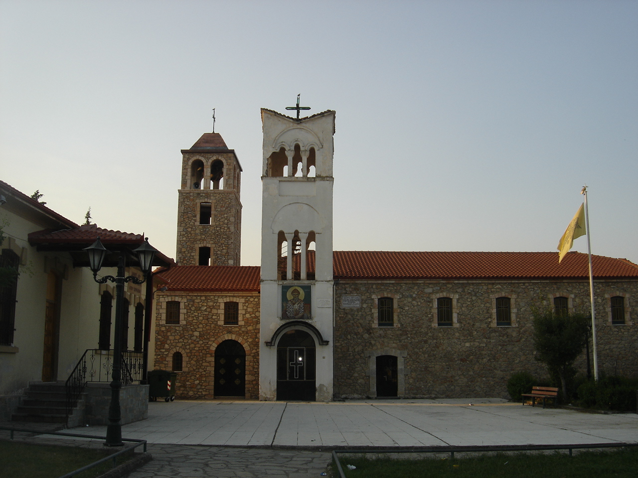 http://upload.wikimedia.org/wikipedia/commons/4/48/Agios_spiridon_main_church.jpg