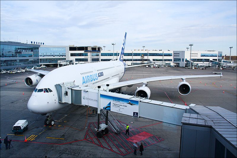 http://upload.wikimedia.org/wikipedia/commons/4/48/Airbus_A380_in_Domodedovo_05.jpg?uselang=ru