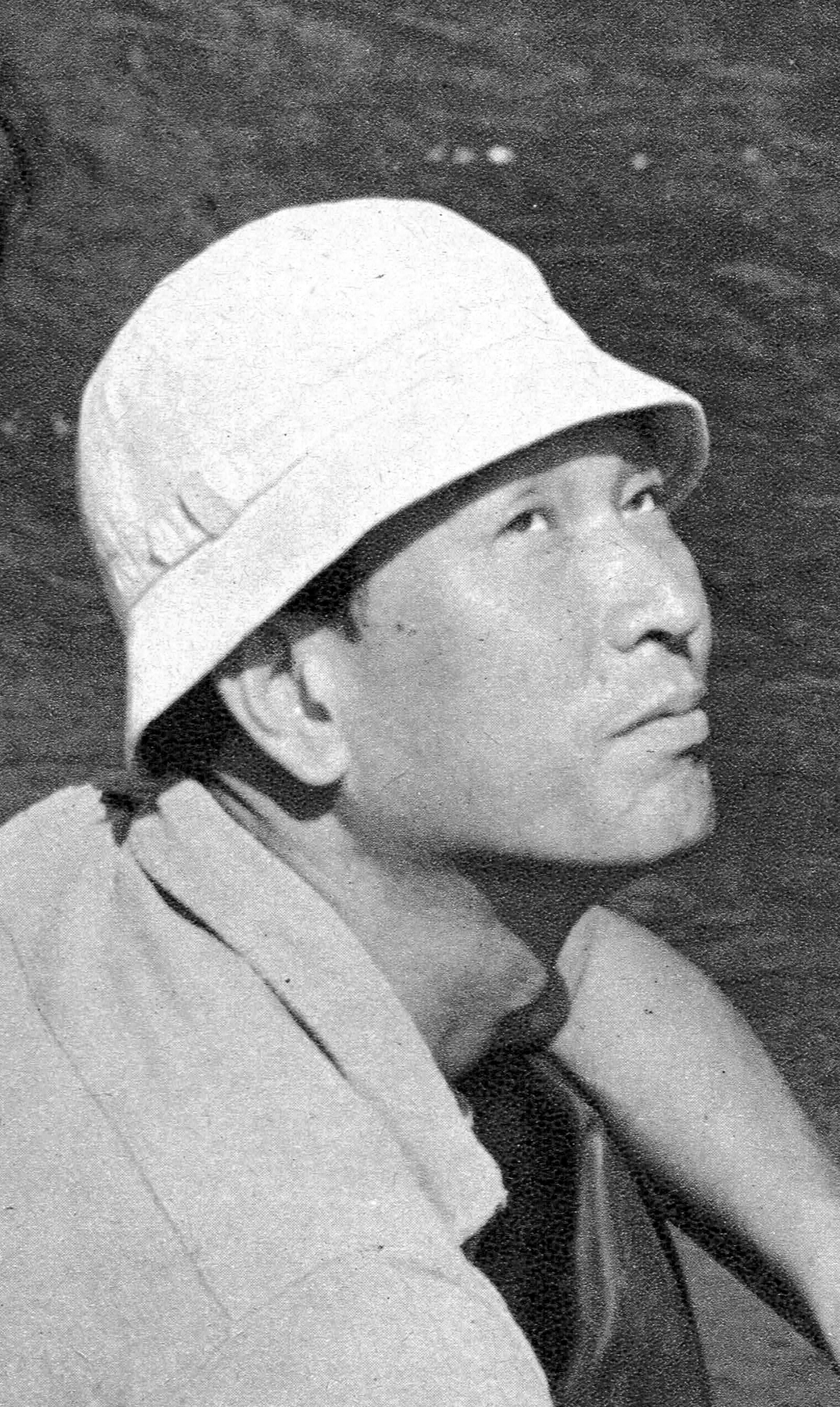 Akira Kurosawa on the set of ''[[Seven Samurai]]'' in December 1953