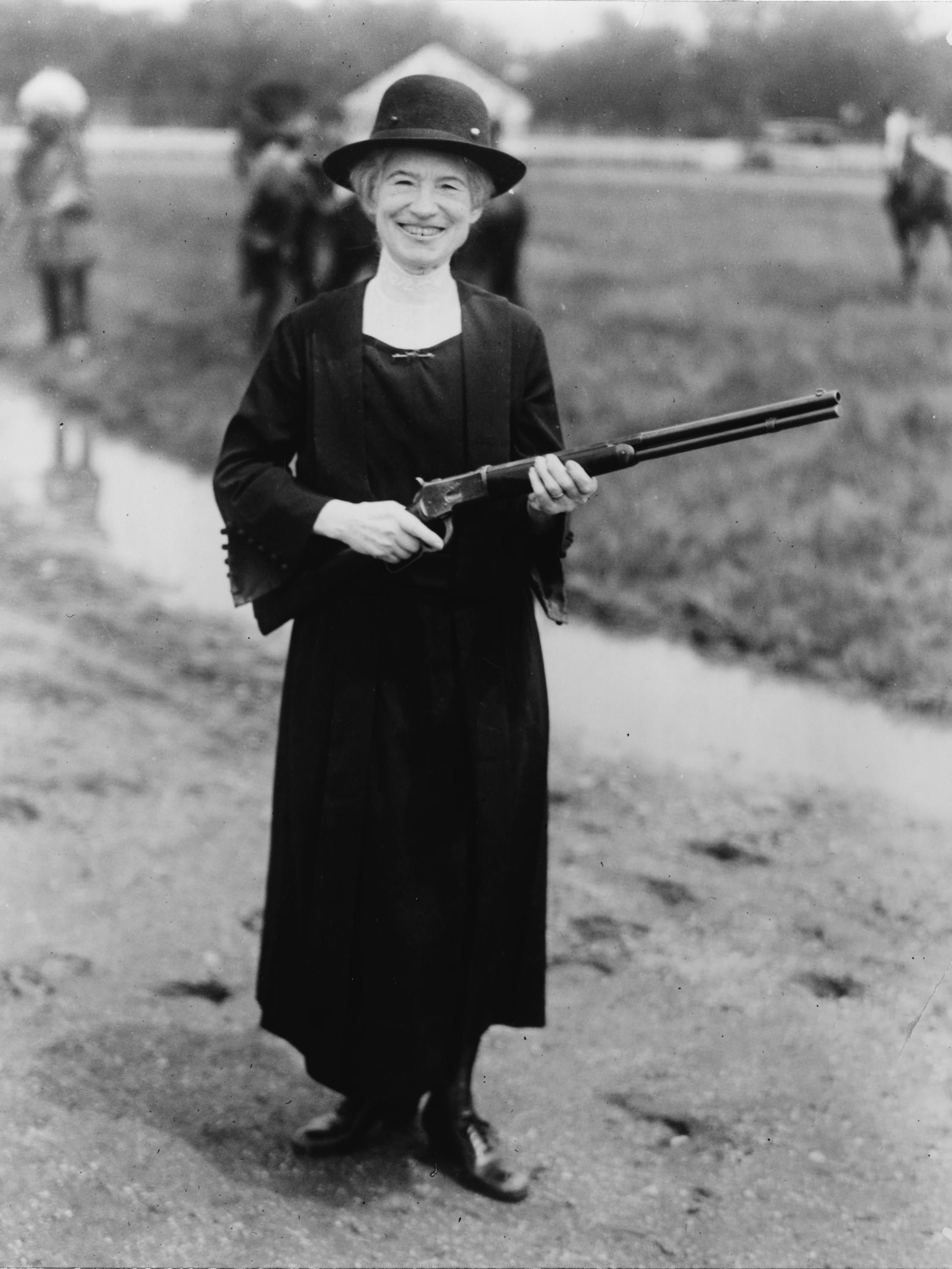Annie Oakley with a gun given to her by Buffalo Bill, 1922 from the Library of Congress.