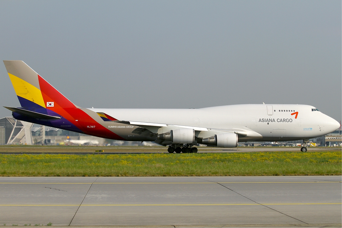 File asiana cargo boeing 747 400 wikimedia commons for Interieur 747 cargo