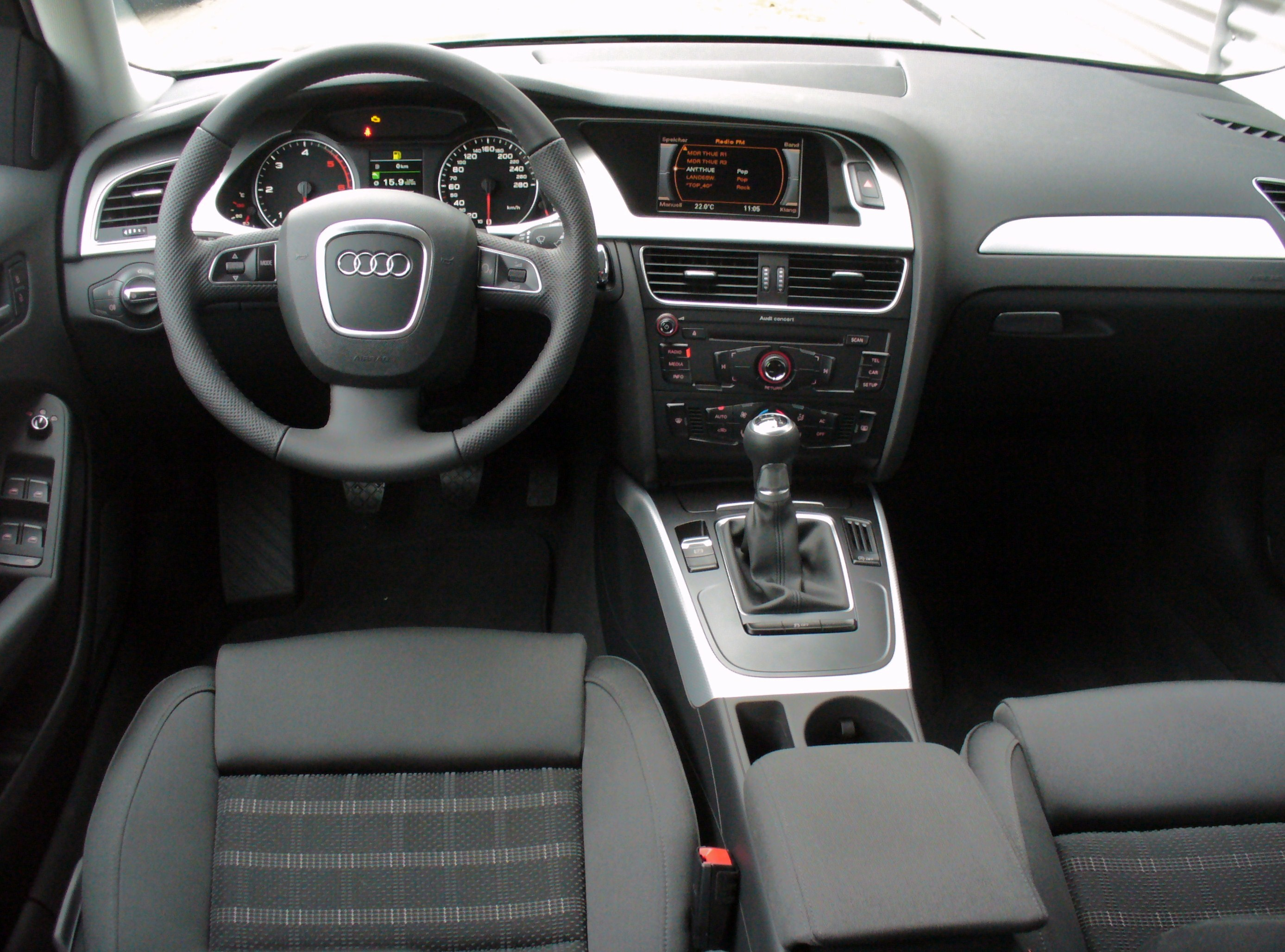 file audi a4 avant ambition 2 0 tdi tiefseeblau interieur jpg wikimedia commons. Black Bedroom Furniture Sets. Home Design Ideas