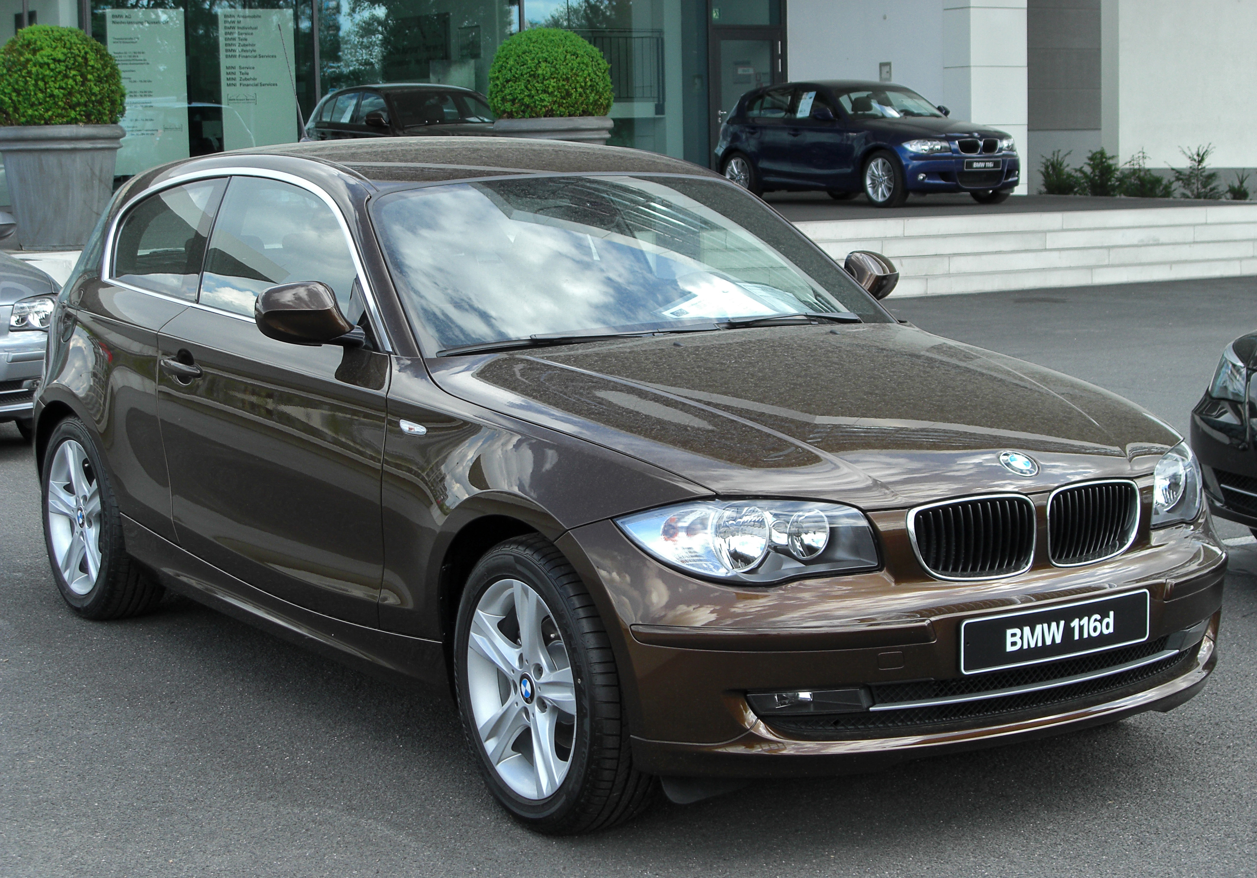 file bmw 116d e81 facelift front wikimedia commons. Black Bedroom Furniture Sets. Home Design Ideas