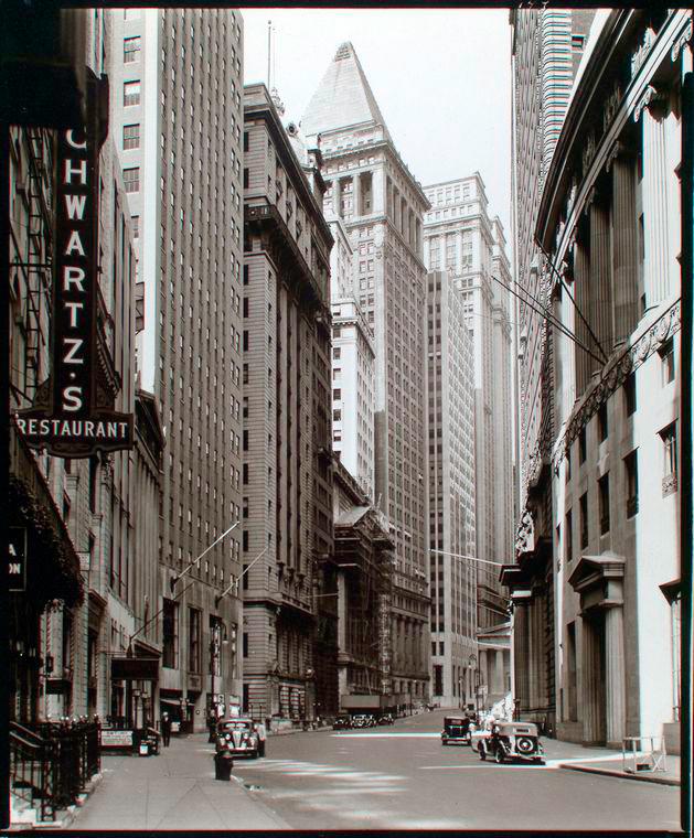 Manhattan Streets: File:Broad Street Looking Toward Wall Street, Manhattan
