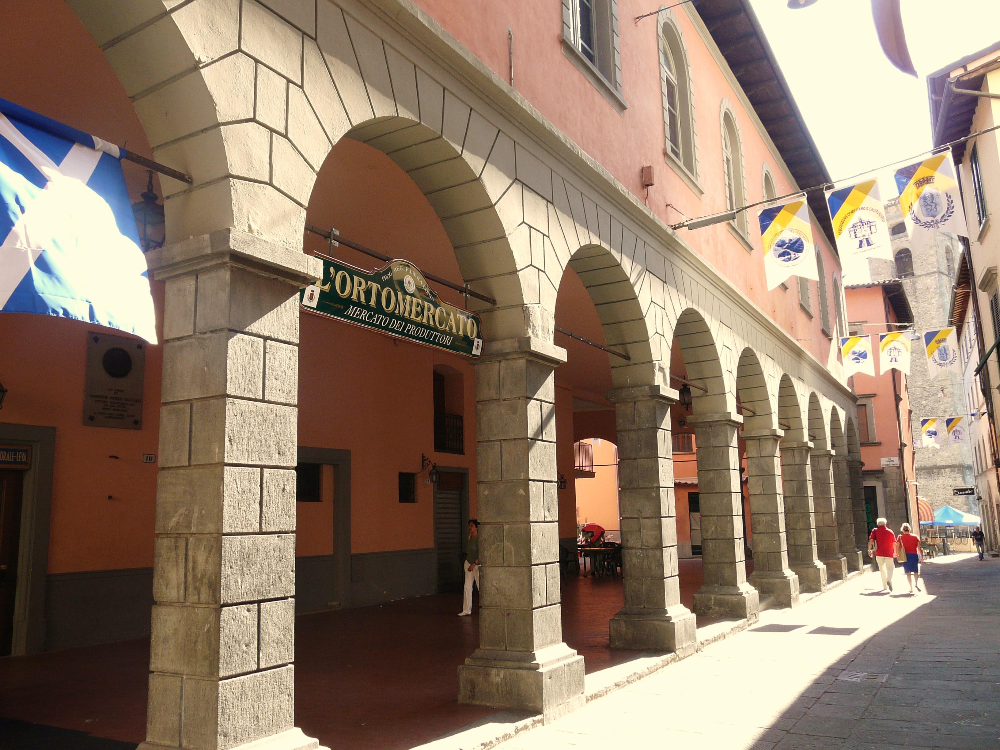 Pizzeria La Credenza Castelnuovo Di Garfagnana : File castelnuovo di garfagnana loggiato g wikipedia