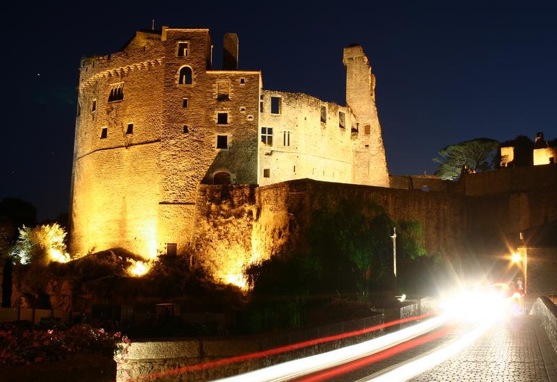 Château de Clisson, vu de nuit.