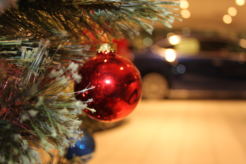 File:Christmas Tree Ornament with Car in Background.JPG - File:Christmas Tree Ornament With Car In Background.JPG - Wikimedia