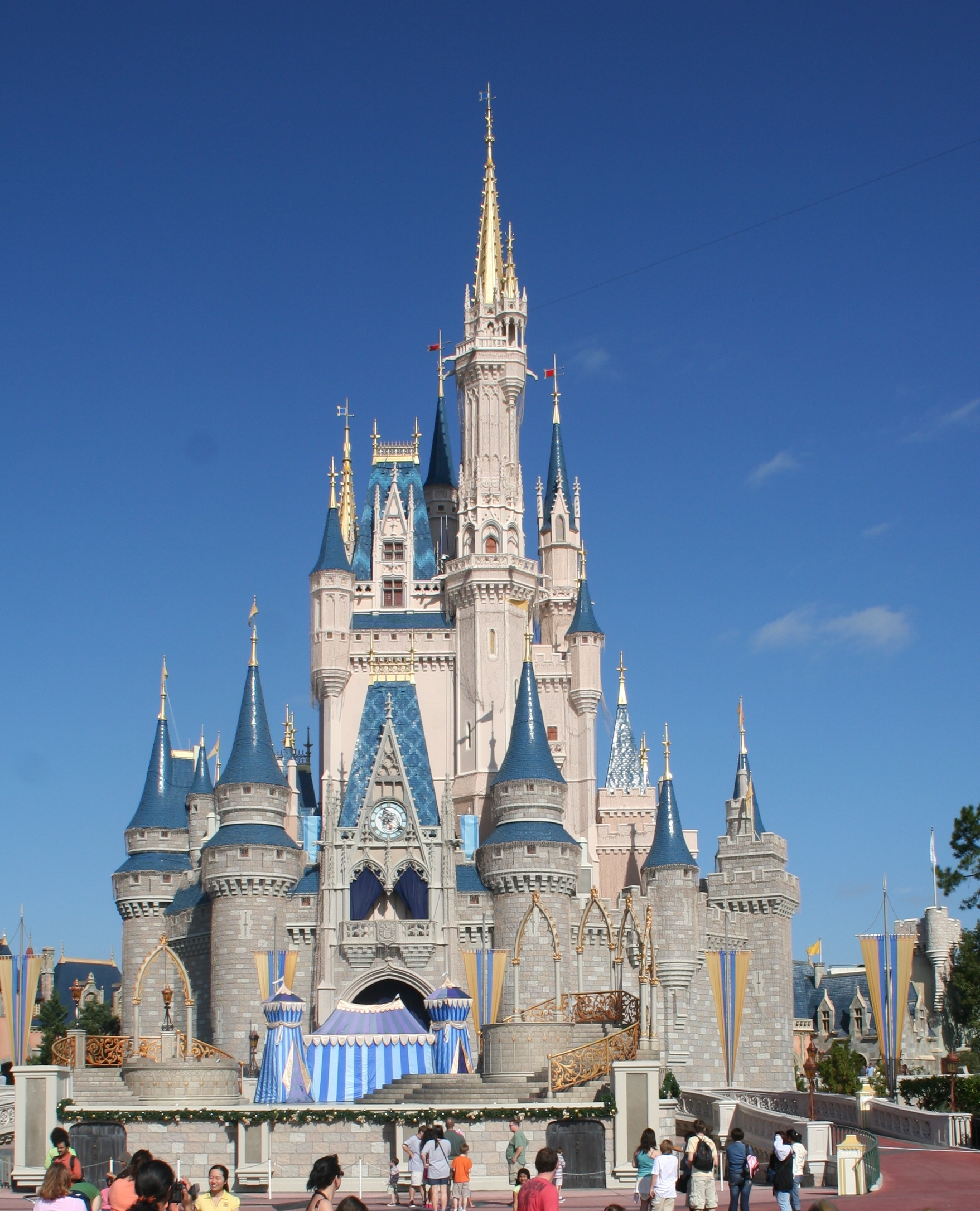 Filecinderella castle at magic kingdom walt disney world resort in florida jpg