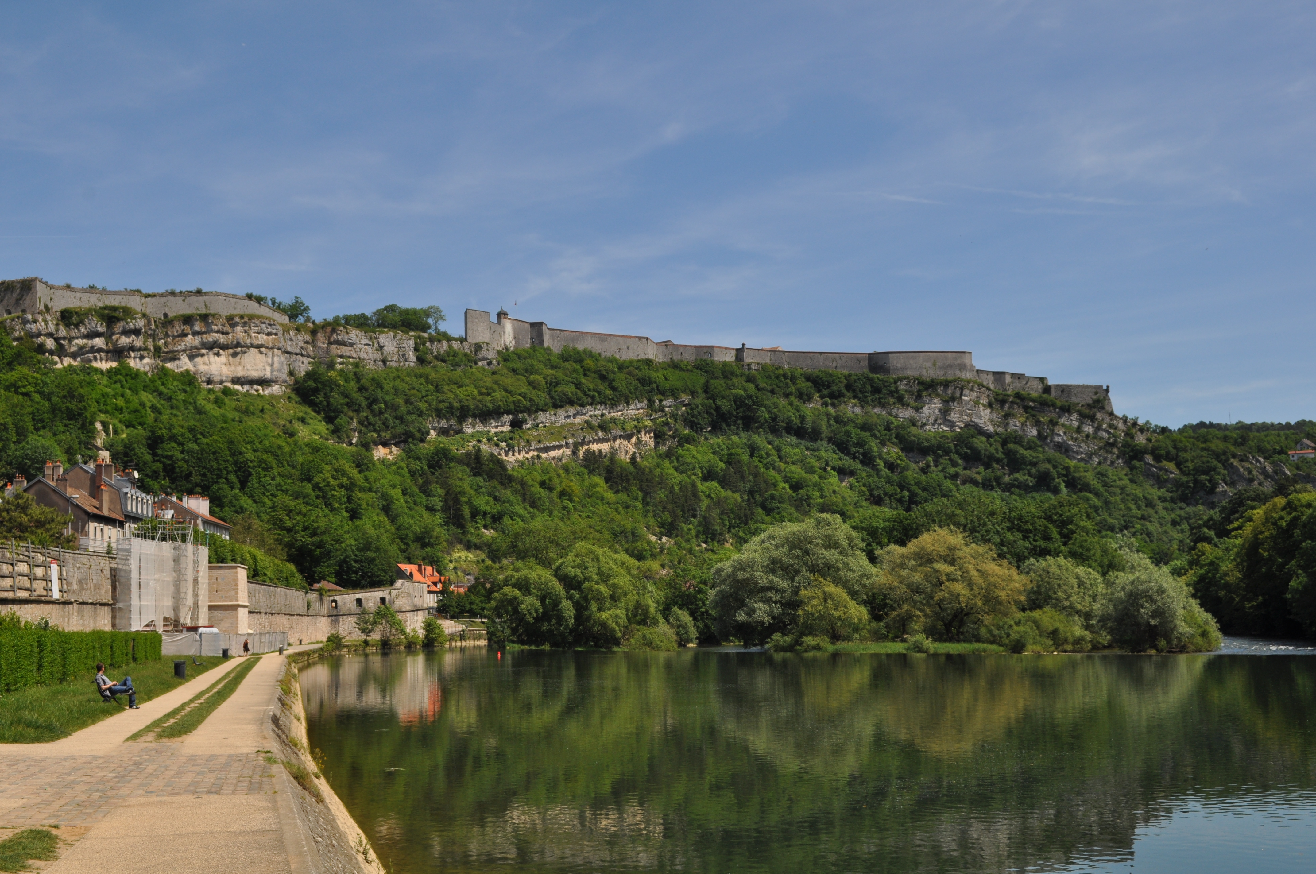 File:Citadel of Besancon over the Doubs river.JPG - Wikimedia Commons