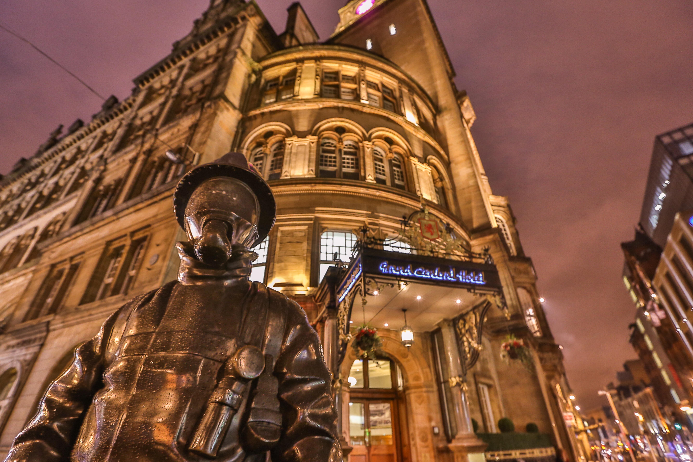 File Citizen Firefighter Sculpture Grand Central Hotel Glasgow 12295519244 Jpg