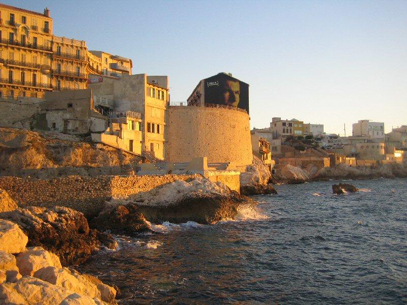 File:Corniche Marseille.jpg