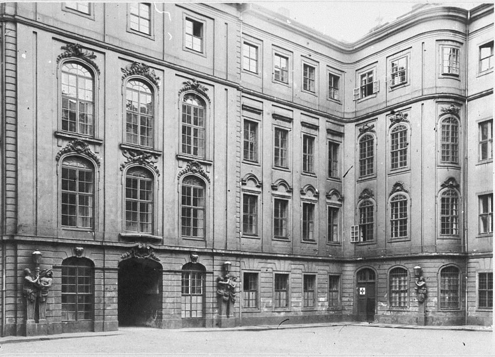 file dresden taschenbergpalais innenhof 1755 1756 von julius heinrich schwarze 1706 1775. Black Bedroom Furniture Sets. Home Design Ideas