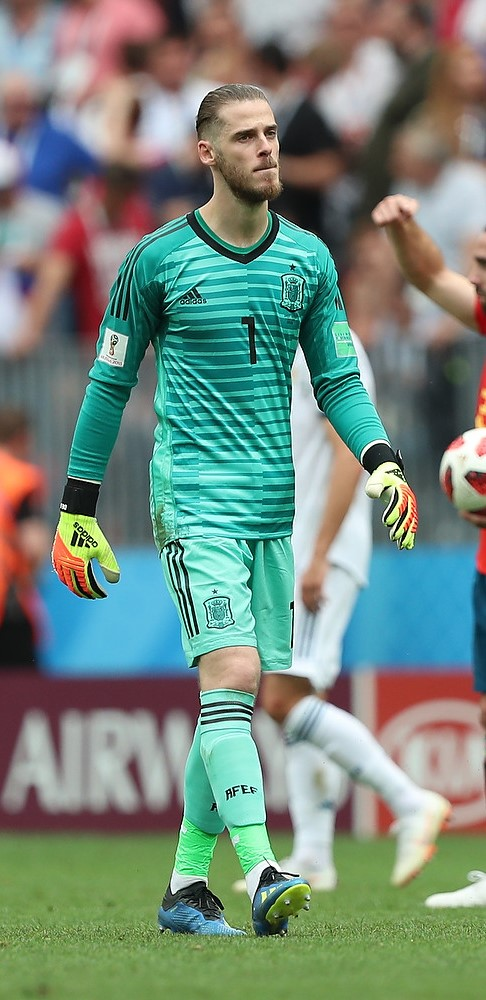The 27-year old son of father Jose De Gea and mother(?) David De Gea in 2018 photo. David De Gea earned a  million dollar salary - leaving the net worth at 17 million in 2018