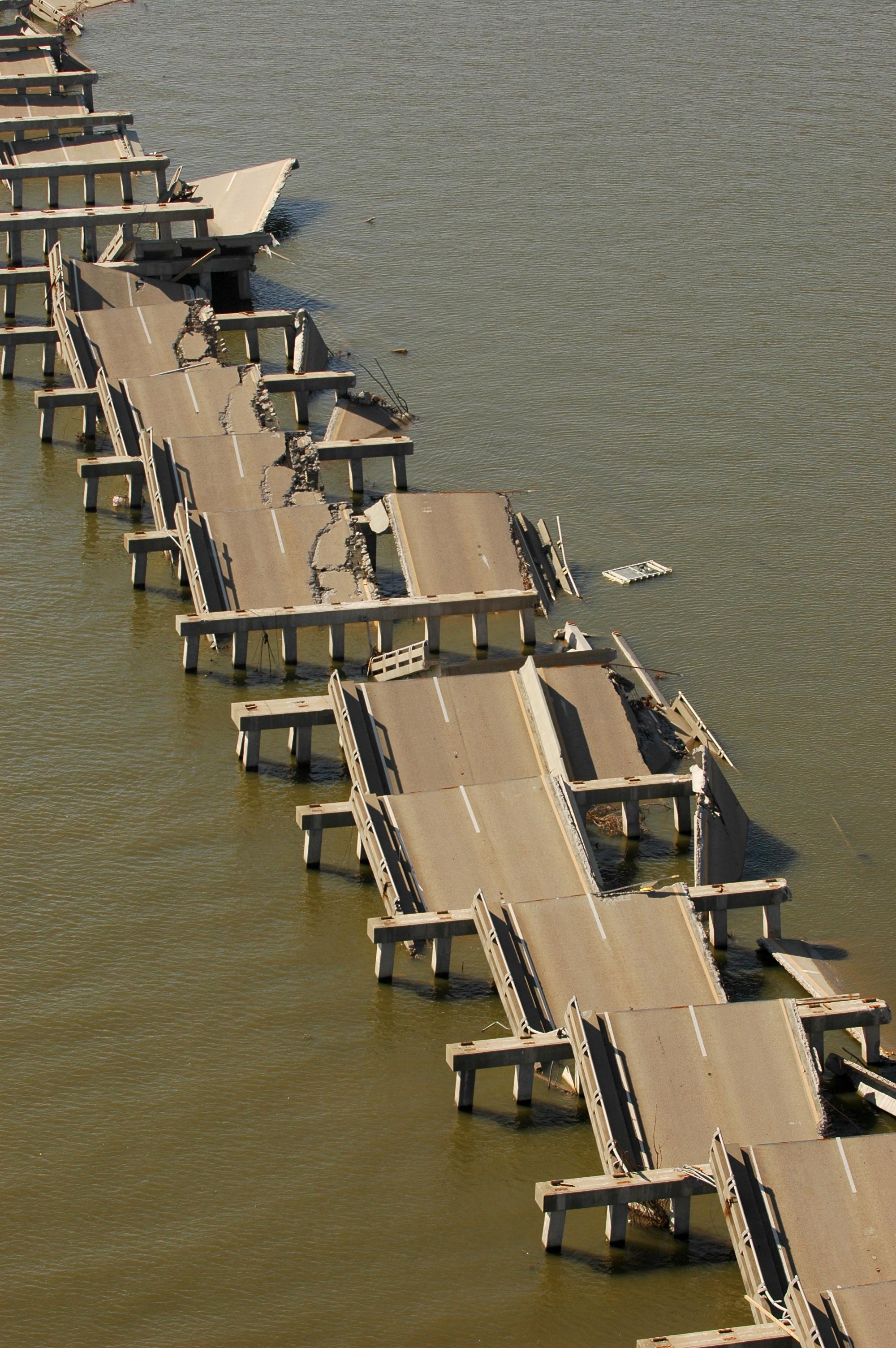 The Bay bridge on US Highway 90, damaged by Hurricane Katrina