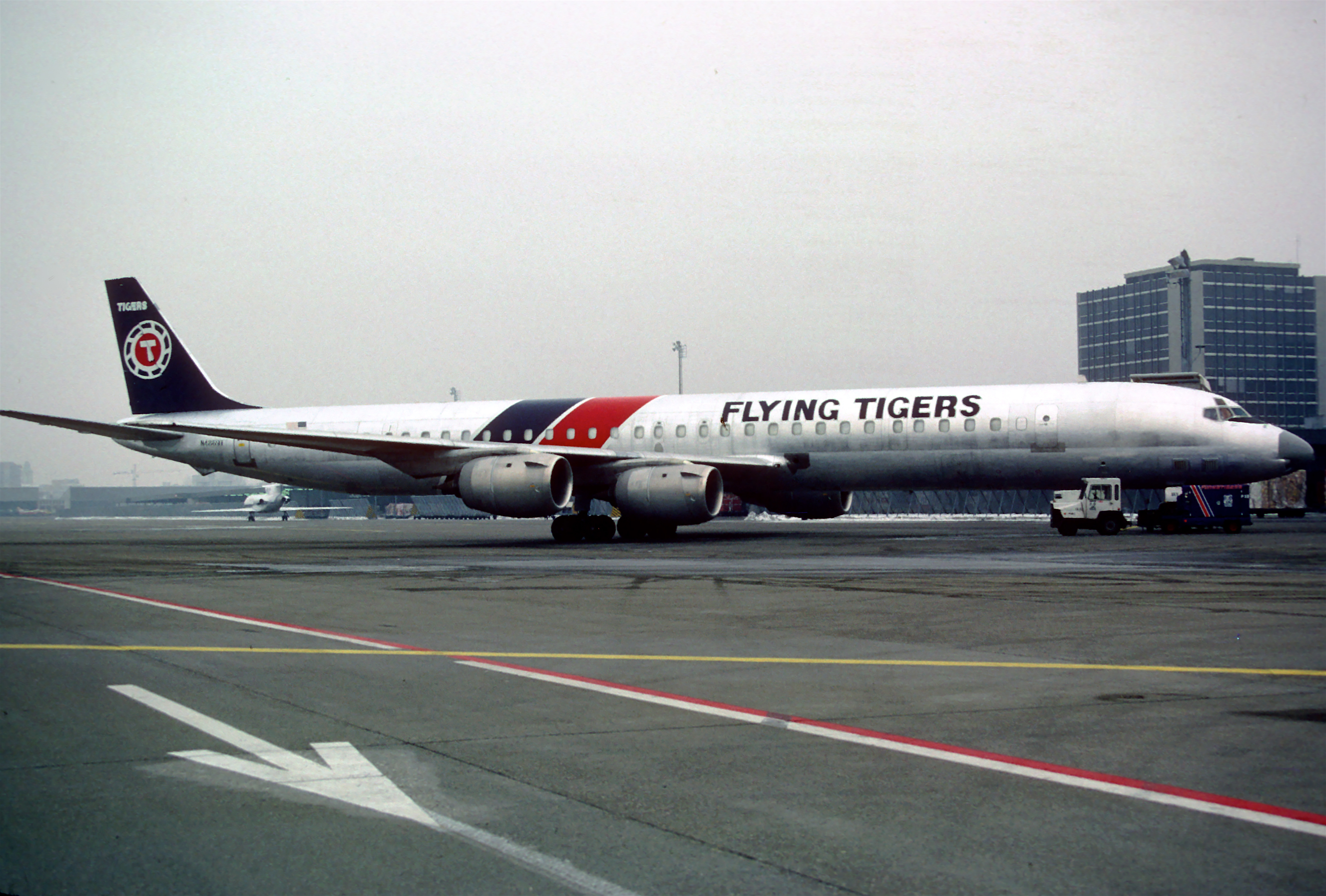 File:Flying Tigers DC-8-73F (AF)
