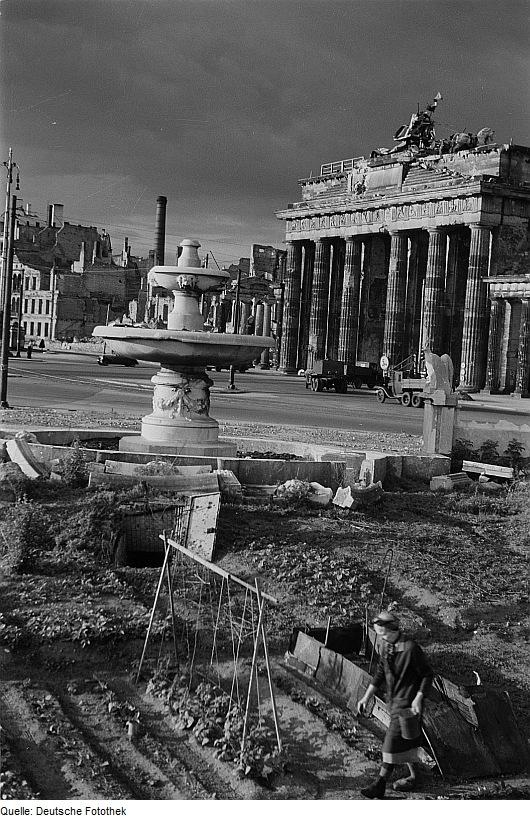 Awesome File:Fotothek Df Ps 0000840 Kriege ^ Kriegsfolgen ^ Nahrungsbeschaffung ^  Gärten   Pa.