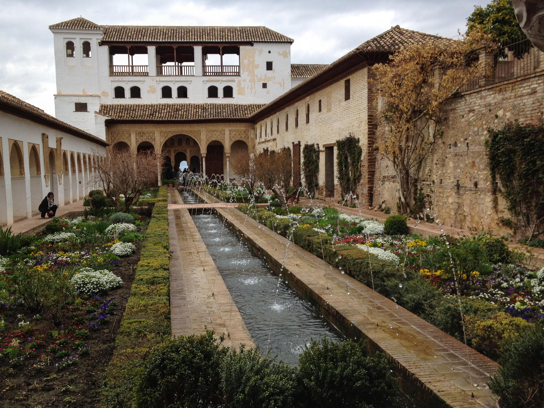 File generalife gardens in alhambra granada 7068992009 for Generalife gardens