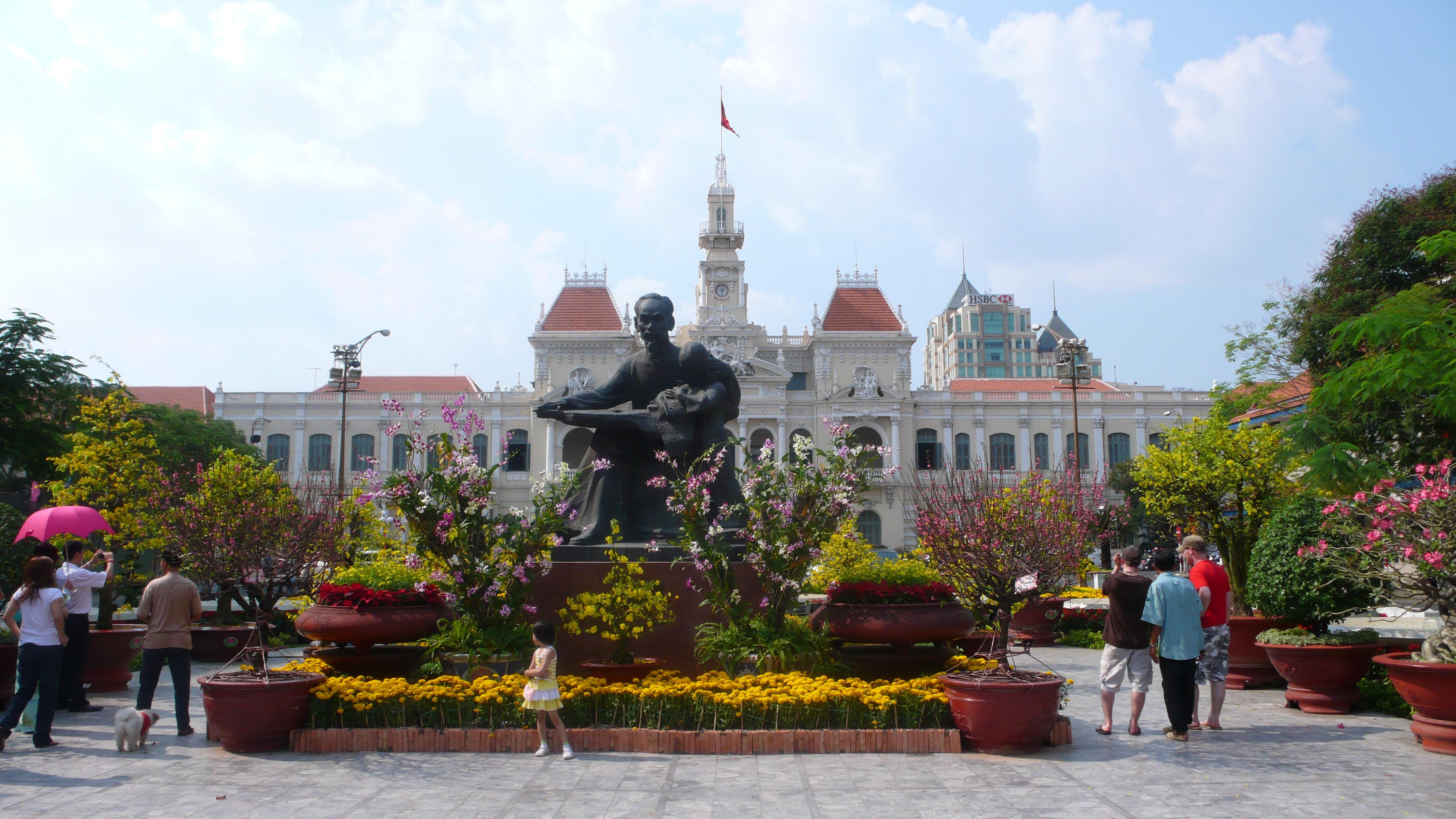 Description ho chi minh city hall 1