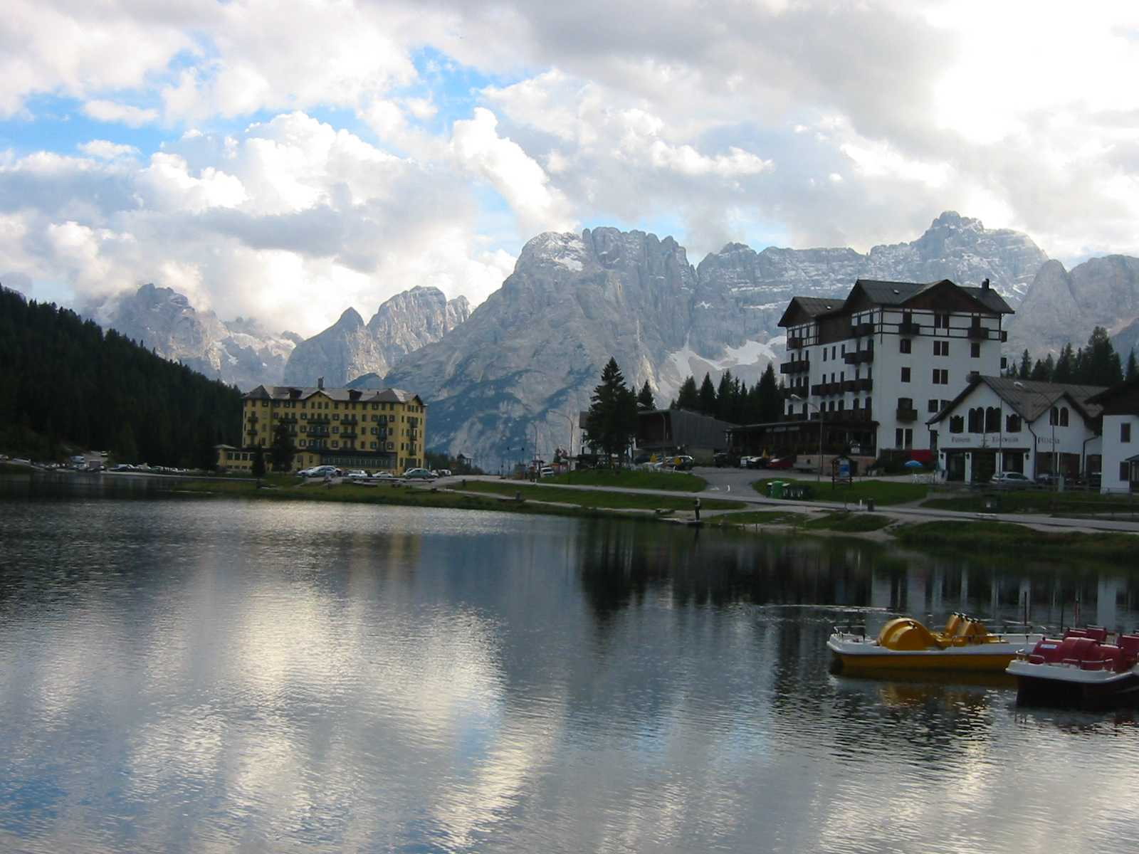 File:Lago di Misurina 1.JPG - Wikipedia, the free encyclopedia: en.wikipedia.org/wiki/file:lago_di_misurina_1.jpg