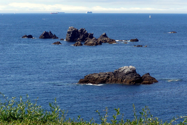 File:Man of War and Shag Rock, off Lizard Point - geograph.org.uk - 1707750.jpg