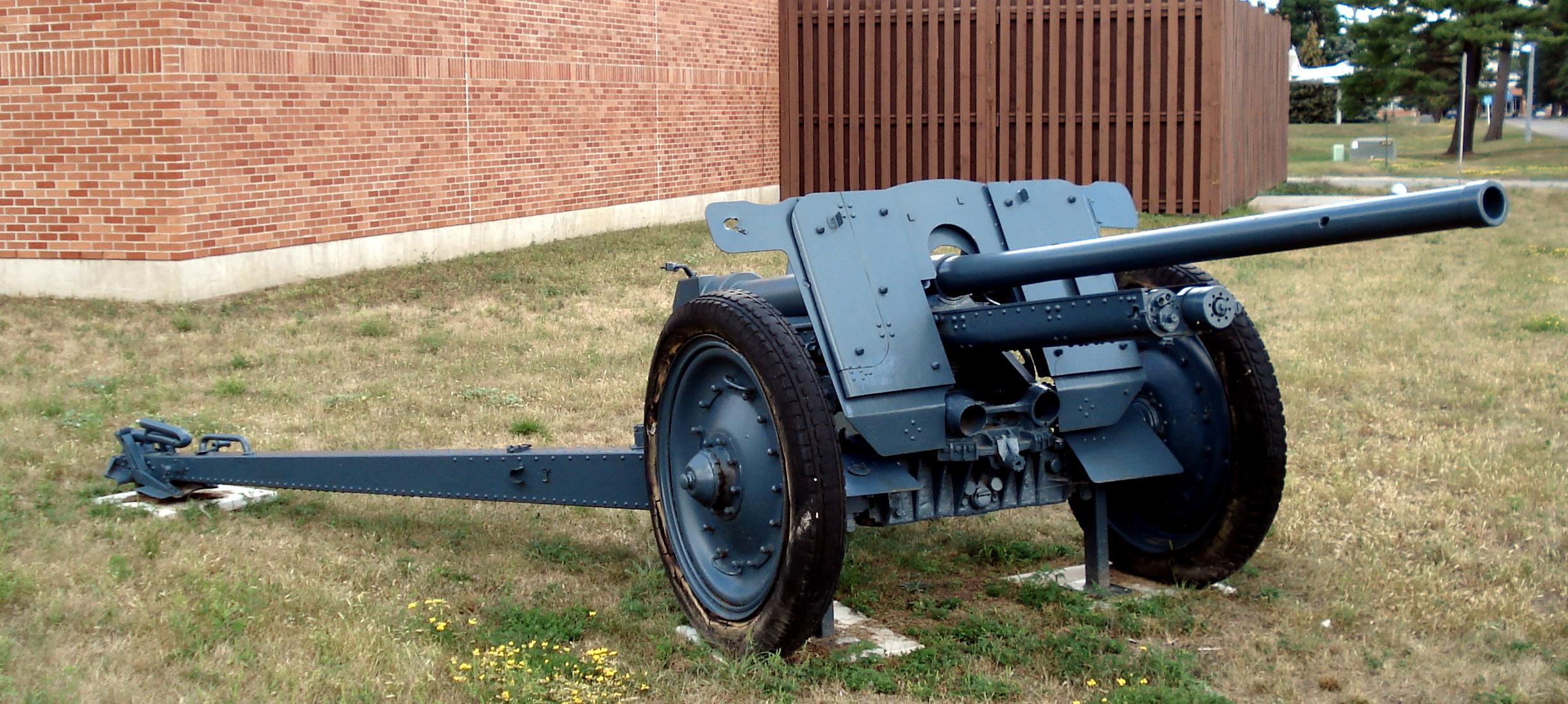 German 50 Mm Anti Tank Gun: File:PaK 36r Cfb Borden 3.jpg