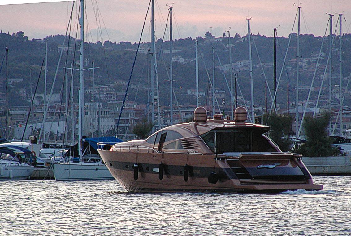 File:Pershing Yacht - Pescara.jpg