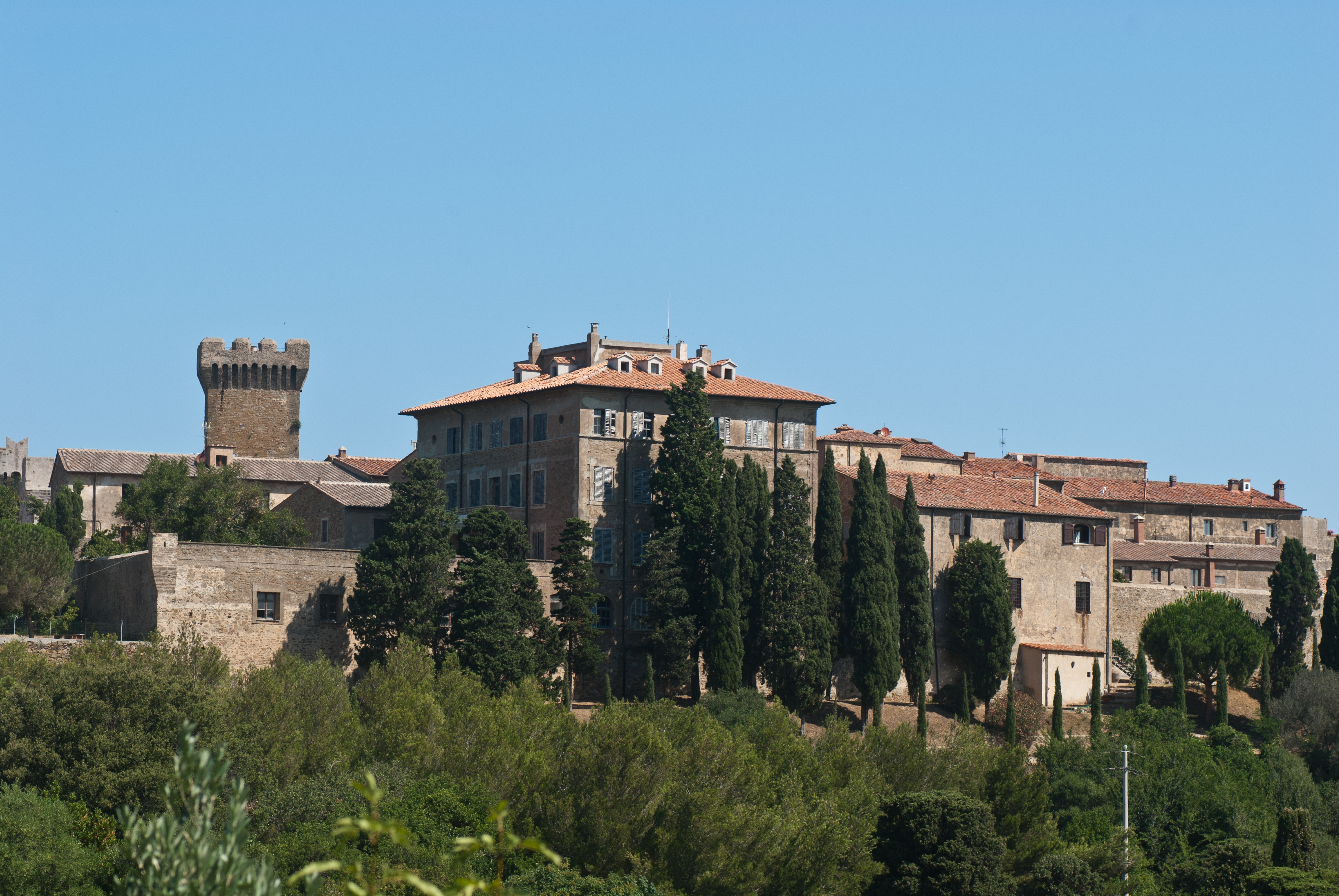 Populonia seen from south.jpg