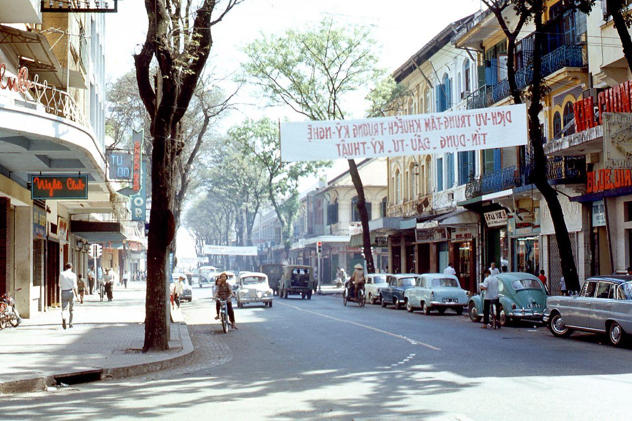 Sài Gòn vào tháng 1 năm 1968 với những chiếc xe hơi điển hình của thời điểm  đó