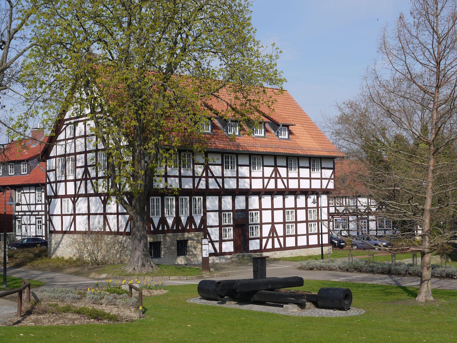 Kniestedter Gutshaus im Rosengarten von Salzgitter Bad