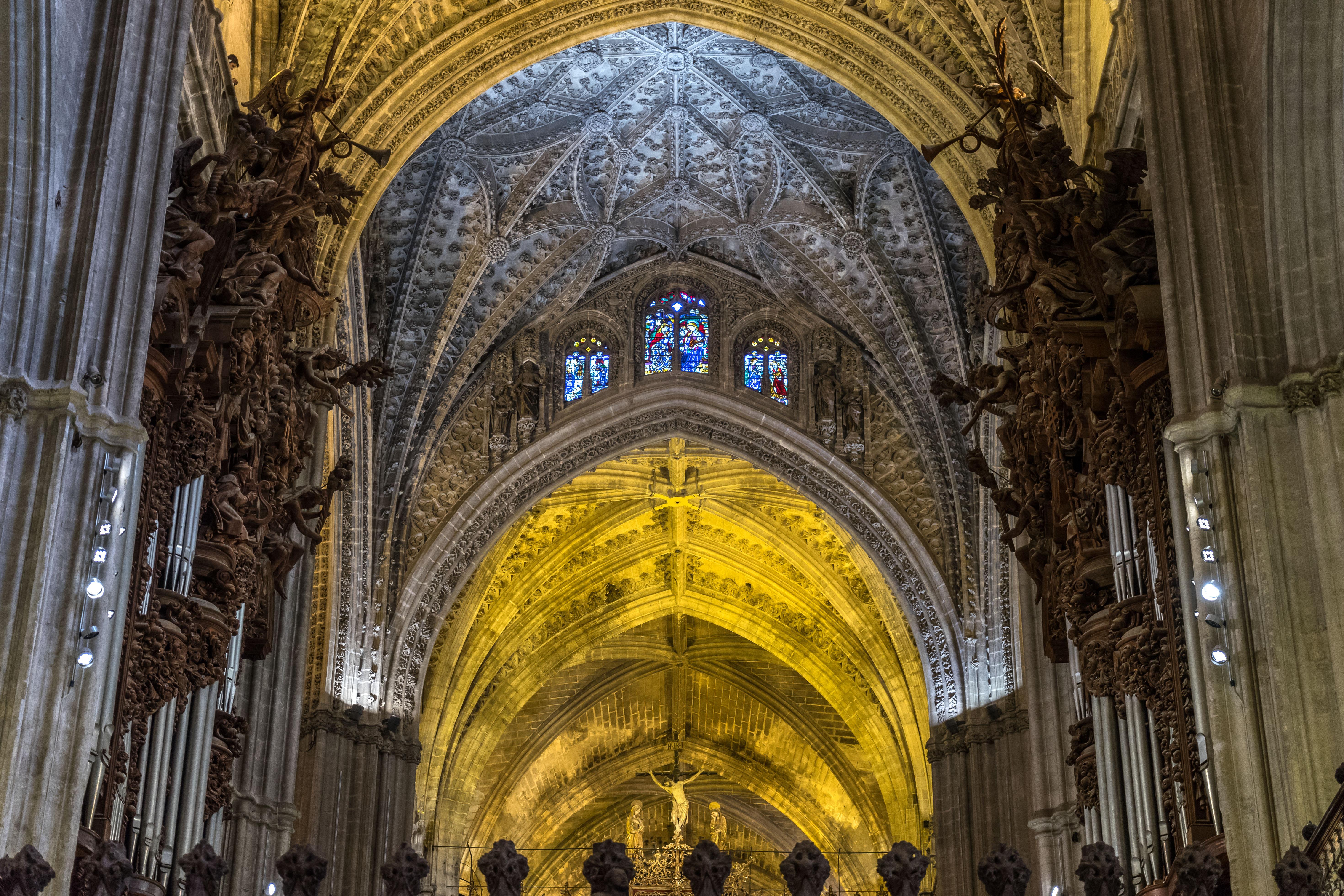 Seville - Cathedrale - Plafond et Orgues.jpg