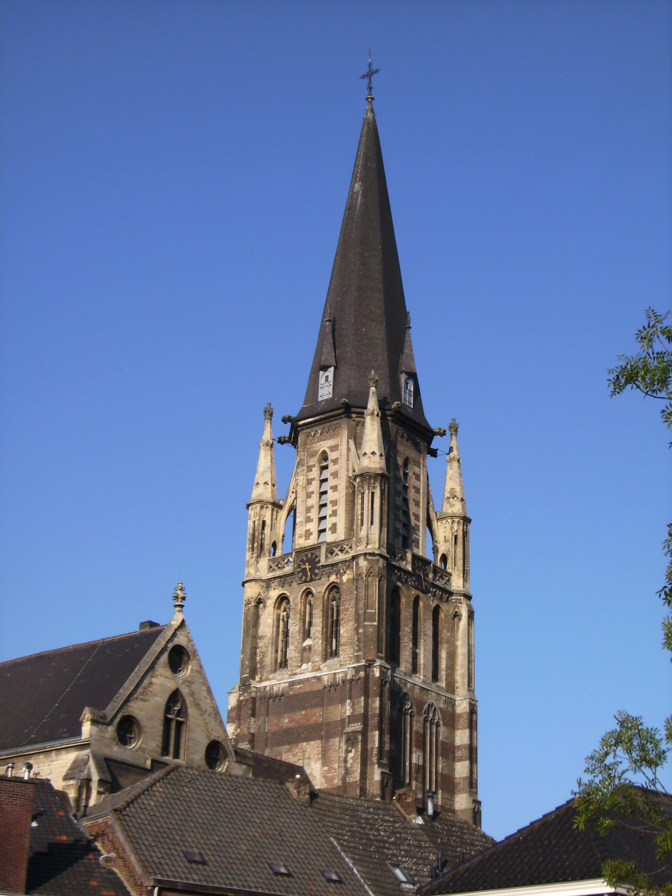 Sint Petrus u0026#39; Stoel van Antiochi u00ebkerk, gotische kruisbasiliek met hoge toren in Sittard