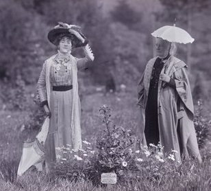 Suffragettes Edith Wheelwright and Lilias Ashworth Hallett, 1911
