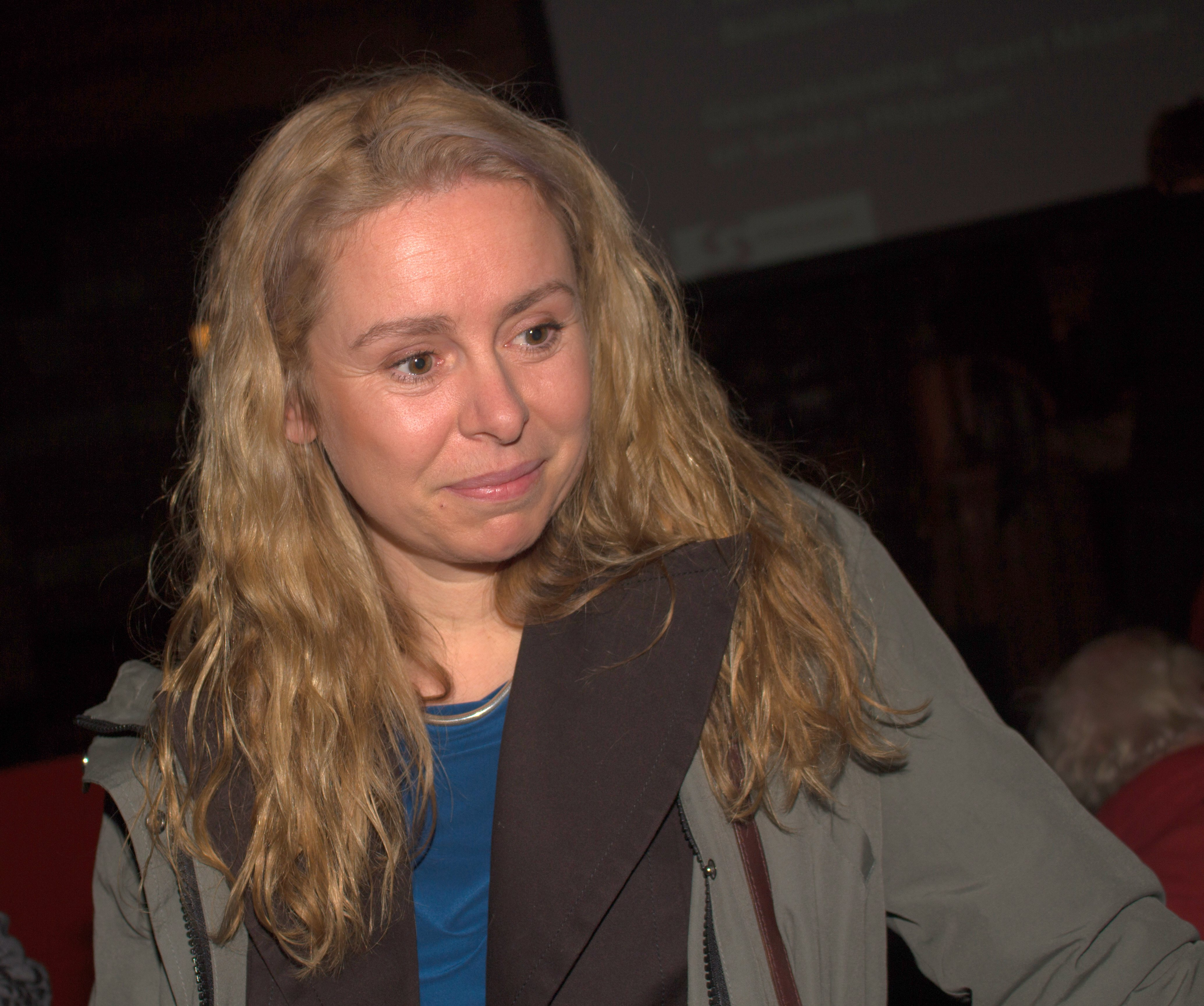 The 45-year old daughter of father (?) and mother(?) Sunny Bergman in 2018 photo. Sunny Bergman earned a  million dollar salary - leaving the net worth at 1 million in 2018