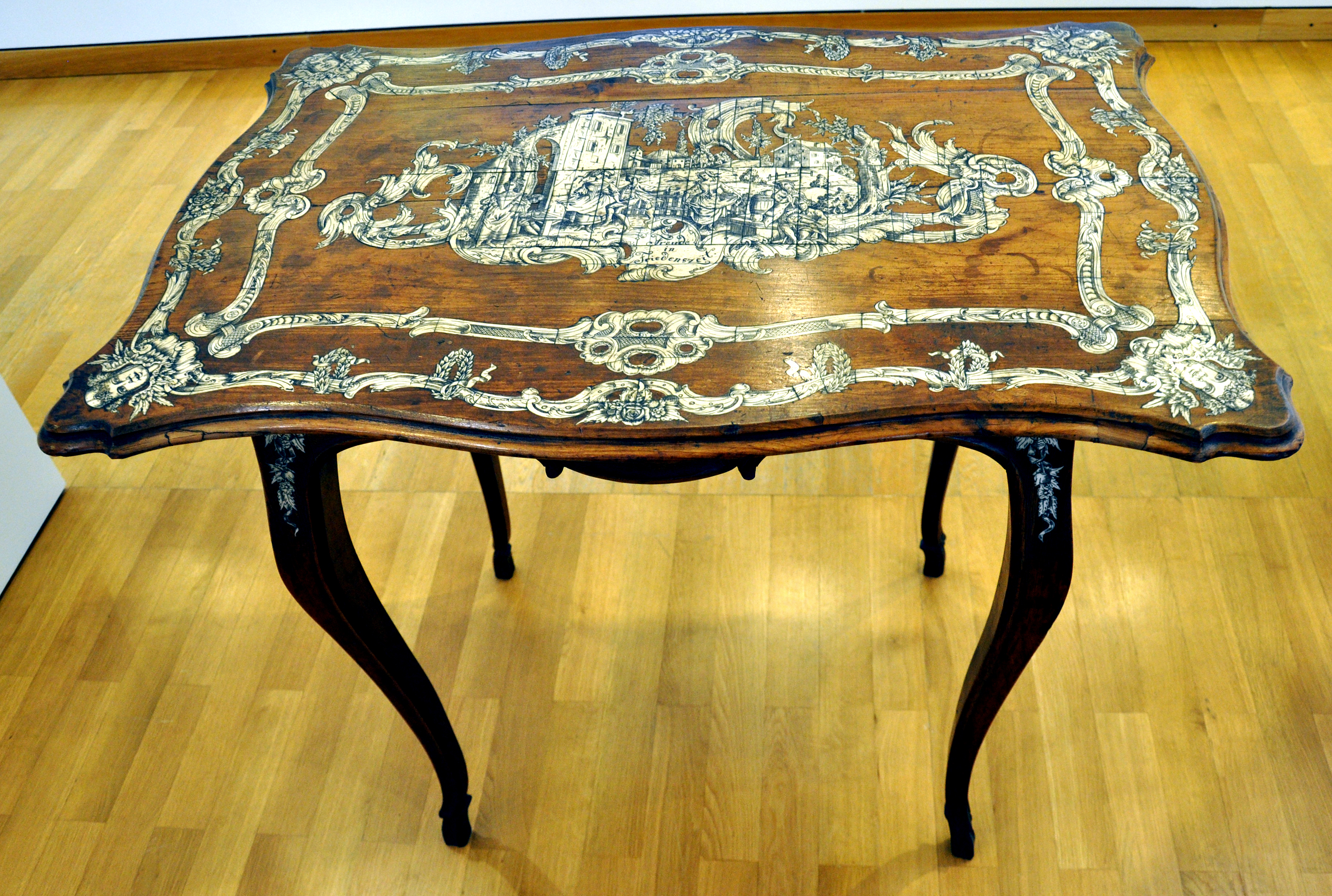 File Tisch Elfenbein 18jh Makffm 13178 Jpg Wikimedia Commons