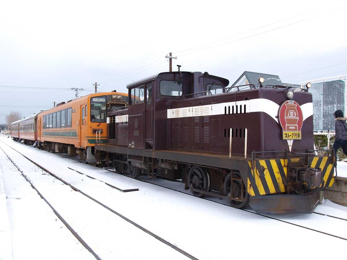 Tsugaru railway DD35 Kanagi.jpg